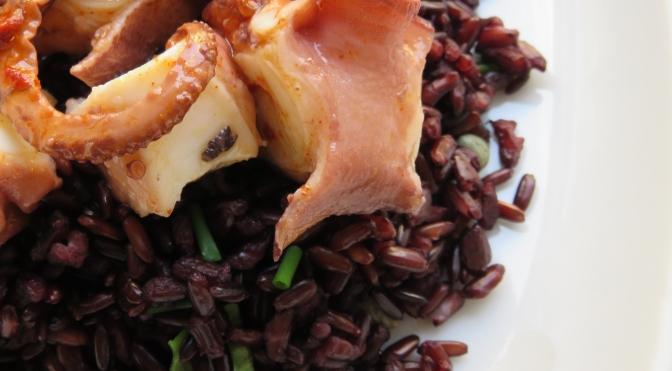 Insalata di riso venere con polpo