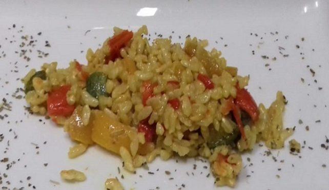 Risotto con peperoni stufati e zucchine