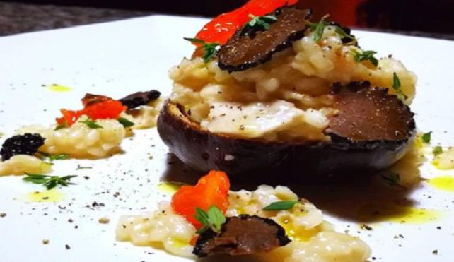 Testa di porcino ripiena di riso Carnaroli della Baraggia con tartufo nero estivo e timo