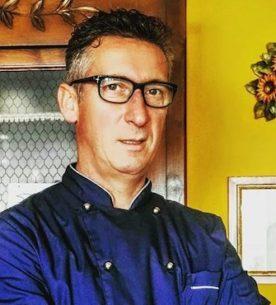 Lo chef amatoriale Giancarlo Lazzarini ai fornelli