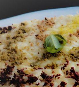 Risotto al burro di bufala con polvere di filetti di acciughe, olive nere di Gaeta e zeste di limone di Sorrento