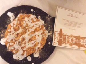 Impiattamento risotto con crema di peperoni, stracciatella affumicata e liquirizia usando il Carnaroli Riso Testa-Cascina Grampa