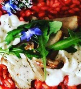 Risotto con barbabietola, funghi porcini trifolati e crema di gorgonzola dolce