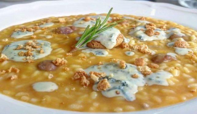 Risotto con zucca e castagne, formaggio erborinato Edelpilz e amaretti