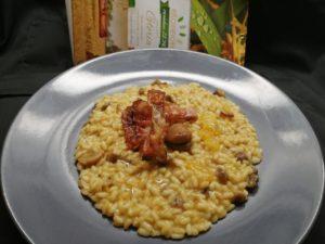Impiattamento risotto con cachi, castagne e lardo stagionato al pepe_Risoinfiore