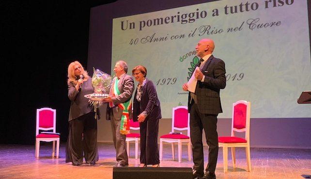 La cantante e conduttrice Iva Zanicchi premiata dall'associazione Donne e Riso a Vercelli