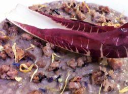 Risotto con crema di radicchio trevigiano, salsiccia bio al Merlot-Cabernet, Bra Dop