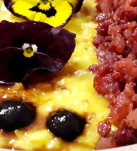 Risotto con zafferano, pasta di salame d'oca e crema di aglio nero