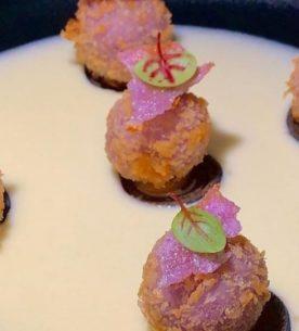 Crocchettine di riso all'estratto di cavolo viola