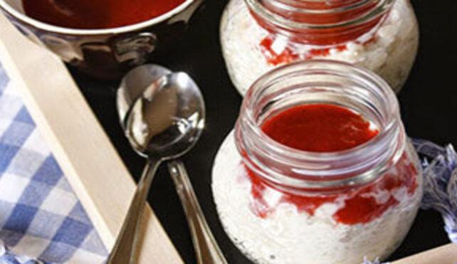 Gelato di riso con coulis di fragole