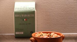 Impiattamento insalata di riso Preciso con lenticchie, wurstel e capperi