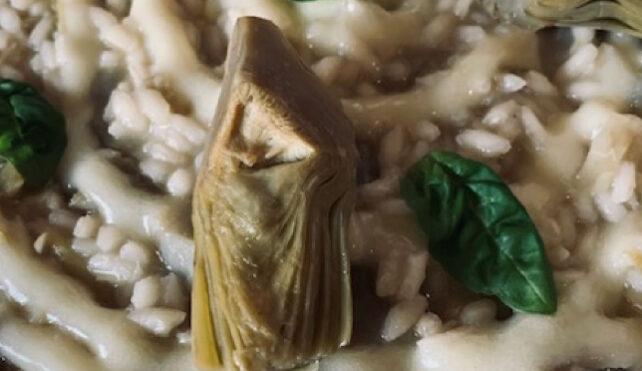 Risotto ai carciofi con crema di patate al pecorino