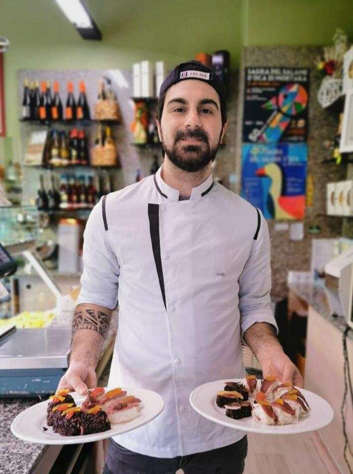 Edoardo Tolasi con il suo sushi d'oca