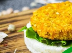 Gallette di riso con burger vegetale