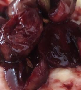 Risotto con Toma, riduzione di Porto ed uva marinata