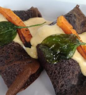 Crêpes nere alla zucca con spinaci e pancetta