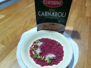 Impiattamento del risotto alla crema di barbabietole rosse con gorgonzola e pistacchi_Curtiriso