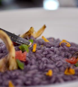 Risotto con verza viola, galletti e pompelmo