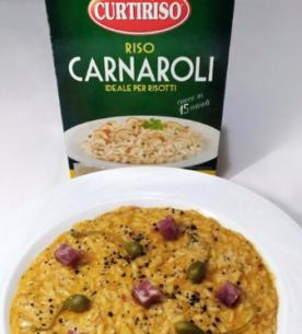 Risotto alla crema di peperone rosso con frutto del cappero, polvere di olive nere e salamino_ Carnaroli Curtiriso