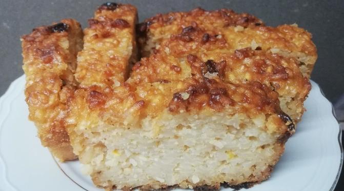 La torta delle mondine, a base di riso, latte e amaretti