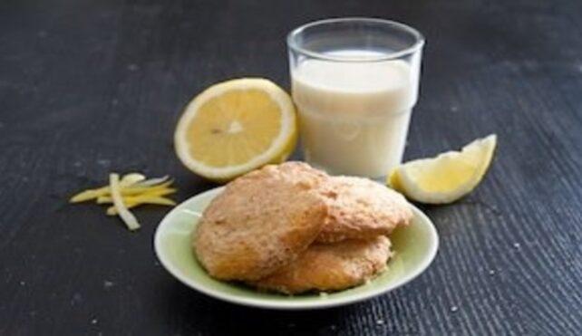 Biscotti e latte di riso