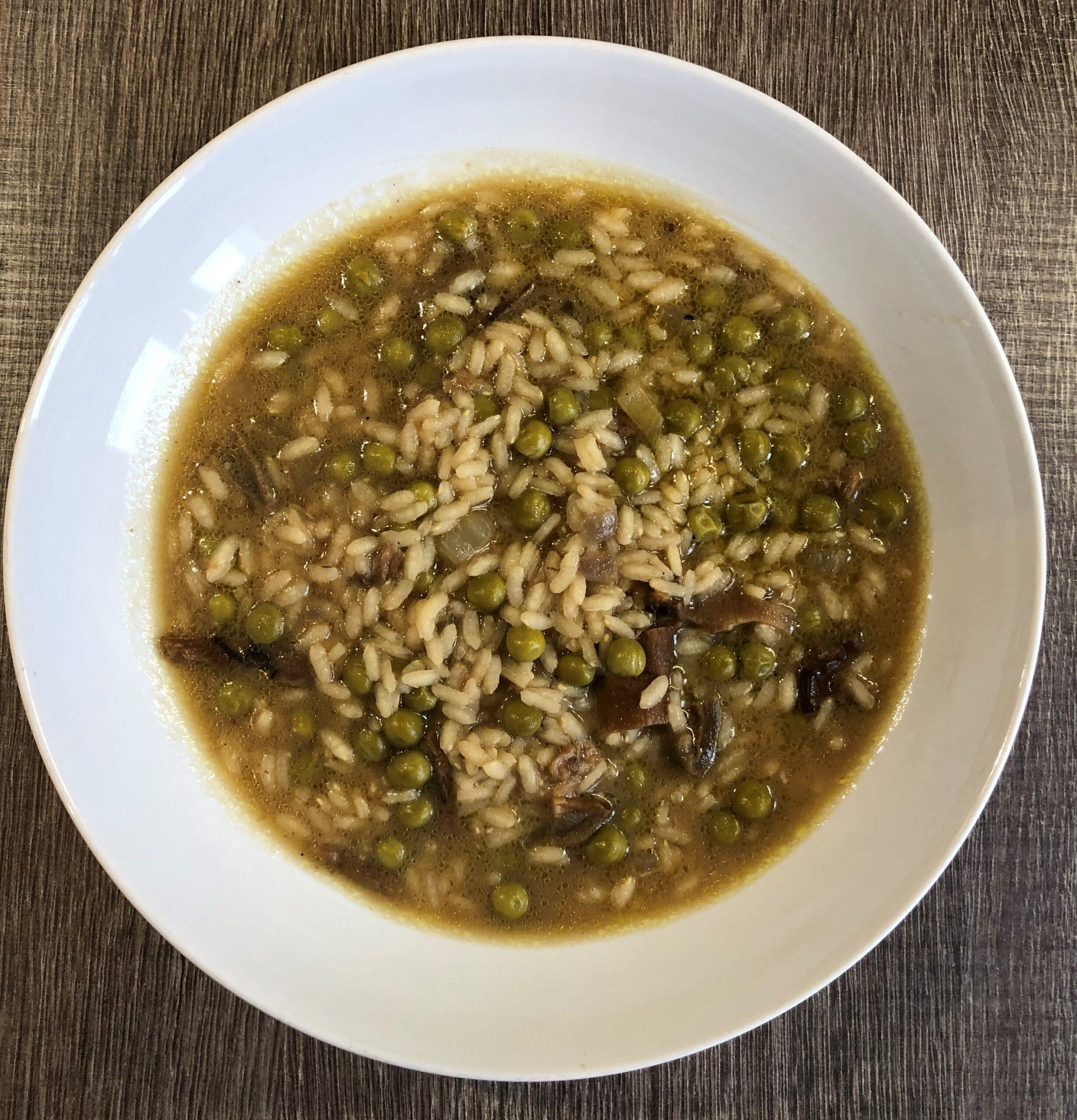 minestra di riso con funghi e piselli